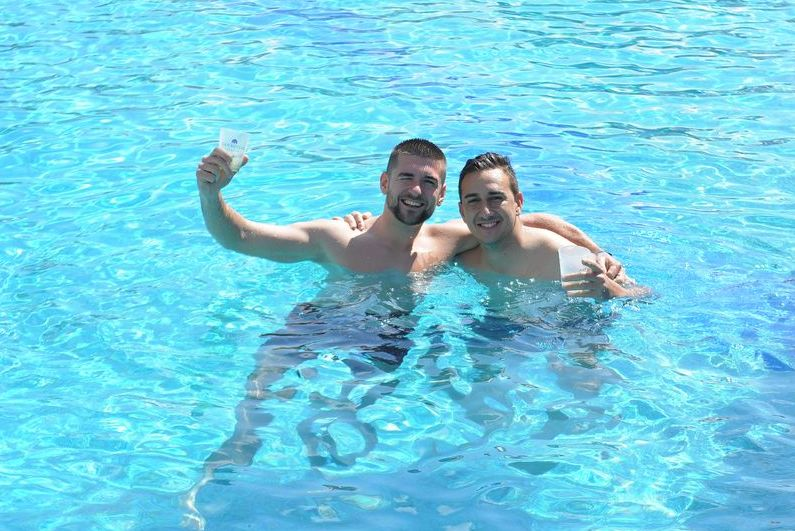 Boys_in_the_pool