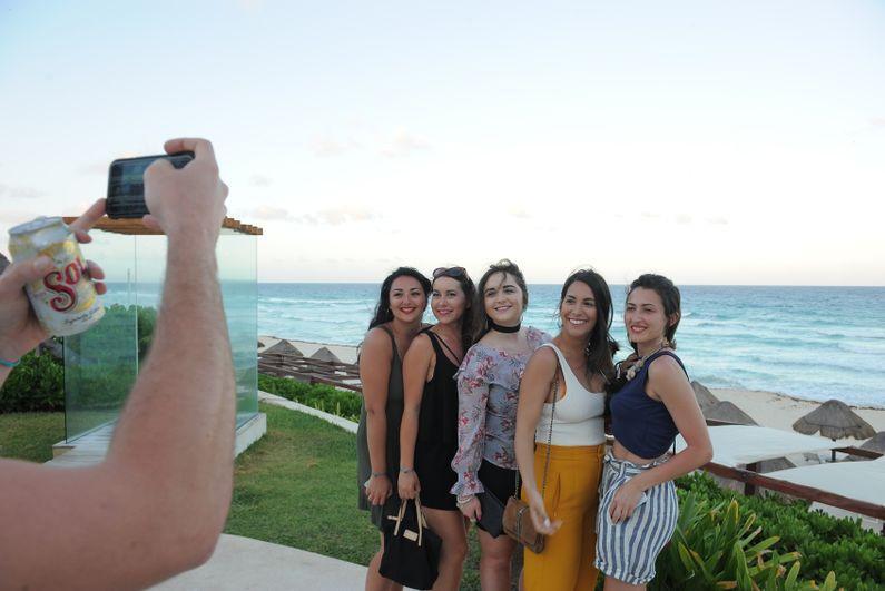 Girls_posing
