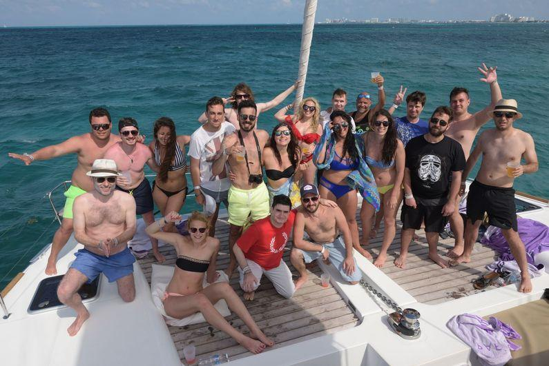 Group_boat_party